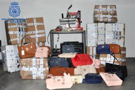 Detenido por falsificar 3.000 artículos y venderlos en locales de Calas Mallorca