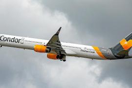 Los touroperadores evitan la caída de la aerolínea Condor