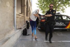 Emaya pide 5 años de cárcel para una acusada de quemar contenedores