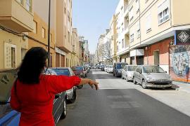 «Dos hombres arrastraron a mi hija desde una furgoneta varios metros para robarle»