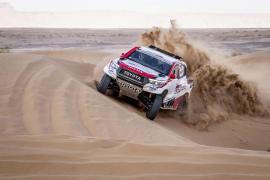 Fernando Alonso se aleja de todos los favoritos en el Rally de Marruecos