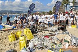 Los Vigilantes Marinos retiran de Can Pere Antoni 300 kilos de basura