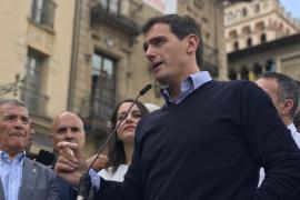 Rivera insta a Sánchez y a Casado a aclarar si bloquearán o apoyarán un gobierno