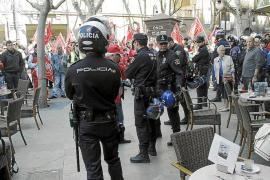 Los touroperadores prevén desvíos ante el temor de conflictos en hostelería y transporte en Balears