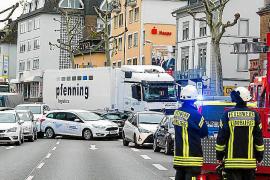 La policía alemana no descarta terrorismo en un ataque con un camión robado