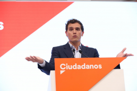 Rivera pide al PSOE que rectifique en Cataluña como condición para desbloquear