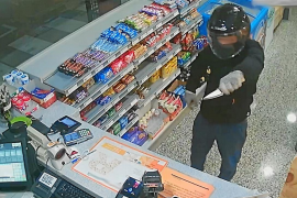 Prisión para el joven que atracó a punta de cuchillo una gasolinera de Ibiza