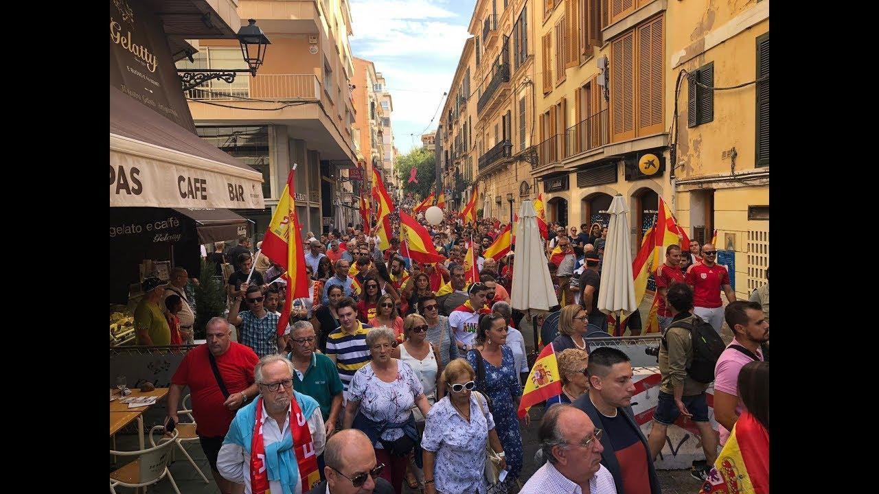 Centenares de personas se manifiestan en Palma por la «unidad de España»