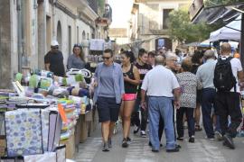 La 'fira' anima a muchas familias a disfrutar del buen tiempo en Algaida