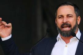 Vox es el partido que menos sonríe y el PSOE el más femenino