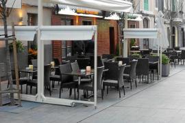 Cort dice que la norma sobre terrazas da seguridad «a restauradores y vecinos»