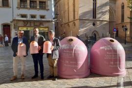 Colocan 10 contenedores rosa en Palma para cambiar vidrio por euros contra el cáncer
