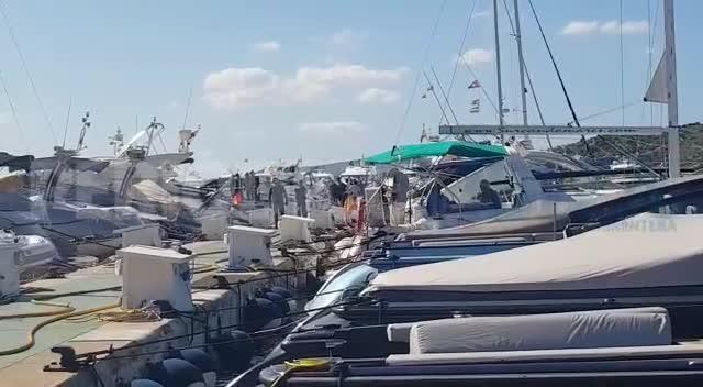 Alarma en el puerto de Ibiza por el incendio de un yate en Marina Botafoch