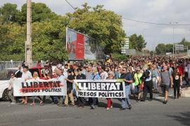 Unas 100 personas interrumpen la circulación de trenes en Tarragona