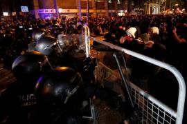 Cargas policiales ante la Delegación del Gobierno en Barcelona