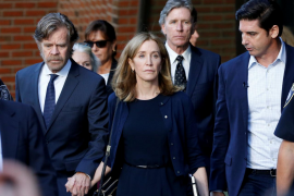 La actriz Felicity Huffman ingresa en prisión