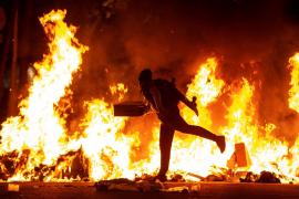 Colau condena los altercados en Barcelona y llama a la calma
