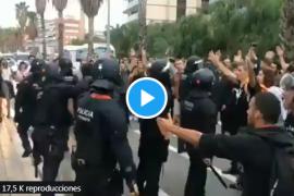 Un guardia civil de paisano rescata a una mossa agredida por manifestantes