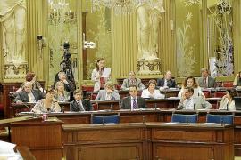 El PP y el PSIB votan juntos contra la exclusión de imputados en las listas
