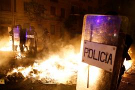Decenas de detenidos tras una nueva noche de disturbios en Cataluña