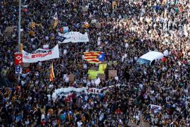 Miles de estudiantes se manifiestan en Barcelona contra sentencia