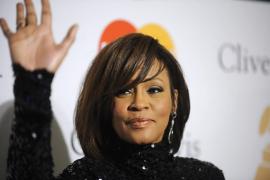 La policía encontró «polvo blanco»  en la habitación de Whitney Houston