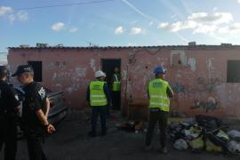 Cort derriba otra casa en Son Banya y realoja a una familia