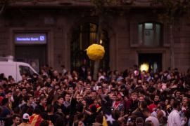 Miles de personas convocadas por los CDR se concentran en Barcelona en el cuarto día de protestas
