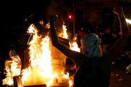Los antifascistas han vuelto a quemar contenedores y prender hogueras en Barcelona