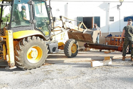 El Ejército renueva los soportes de madera de los cañones de Cabrera