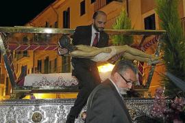 El multitudinario entierro en la iglesia del Socors pone el broche al Viernes Santo