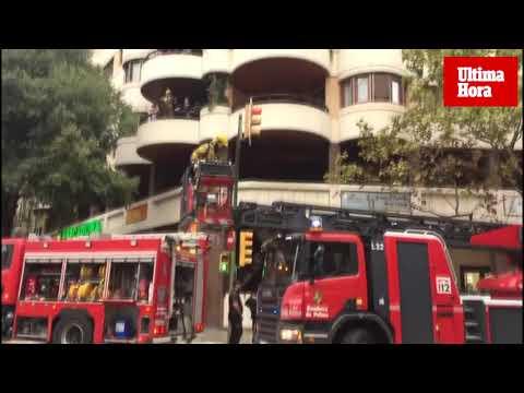 Intoxicadas 20 personas por un incendio en el edificio Miret en Palma
