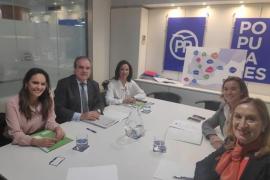 Farmacéuticos presentan al PP sus propuestas para las elecciones