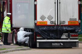 La Policía británica registra dos viviendas tras el hallazgo de 39 cadáveres