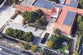 Desplomado el falso techo del salón de actos del IES Guillem Sagrera