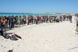 Esquerra Unida protesta contra la construcción del hotel de sa Ràpita