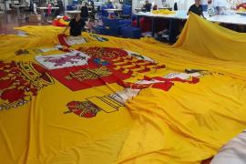 Confeccionan una bandera de España «tan grande como una piscina olímpica» para la concentración de Vox en Madrid