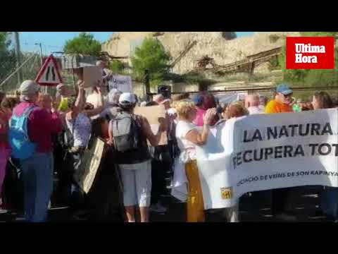 Los vecinos de Establiments protestan contra la restauración de la cantera