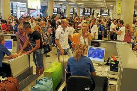 El precio de los billetes de avión subirá un 5% por el alza de las tasas aeroportuarias