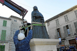 Ajuntament y donantes, a favor de la estatua de Jaume II en la plaza