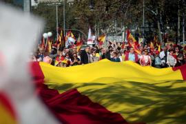 """Miles de personas se manifiestan en Barcelona para decir """"basta"""" al procés"""