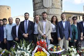 El Ajuntament de Llucmajor organiza por primera vez la ofrenda floral en el monumento a Jaume III