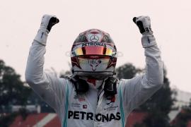 Lewis Hamilton gana en México, pero aplaza el título