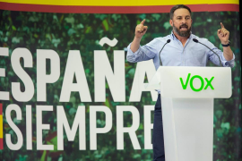 Abascal avisa de un «tricentrito» de PSOE, PP y Cs y dice que Vox es el único que no facilitará gobernar a Sánchez