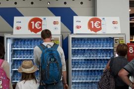 El aeropuerto de Palma ya dispensa agua embotellada a 1 euro