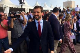Casado urge a Sánchez a reaccionar ante «la tormenta perfecta» en el turismo