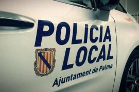 Un coche arrolla a un motorista en el Marítim de Palma y se da a la fuga