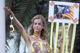 ¿Quién es la activista que apoya desnuda la independencia de Cataluña?