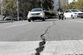 Aparece una grieta en la calzada de la avenida de Portugal de Palma