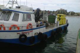 La basura da la bienvenida al puerto de sa Colònia de Sant Jordi